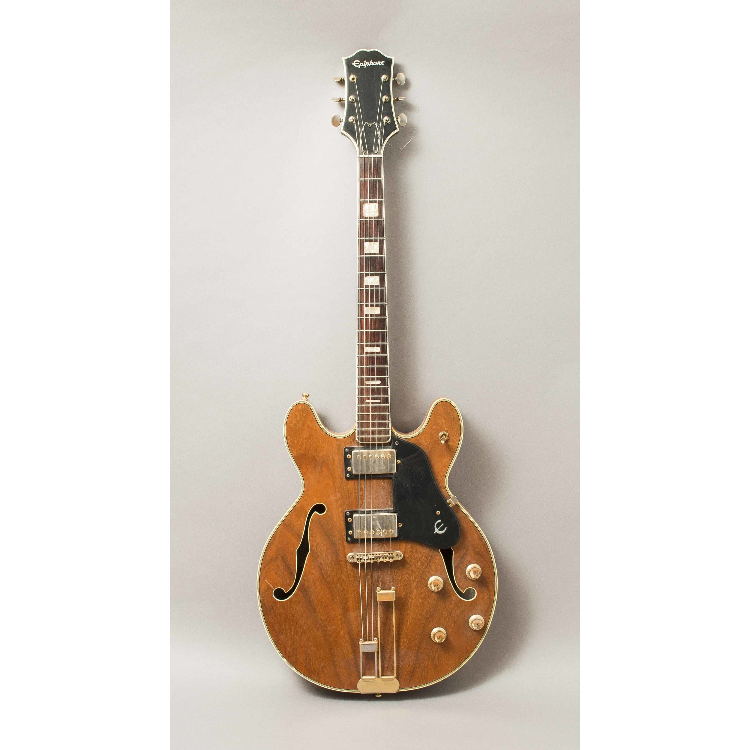 epiphone hollow body electric guitar witherell 39 s auction house. Black Bedroom Furniture Sets. Home Design Ideas