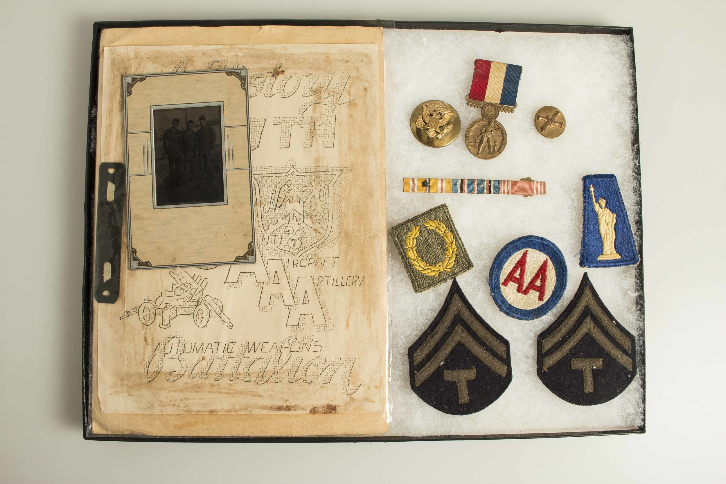 US WWII 7th NY Medal group, badges, patches, rare photos and