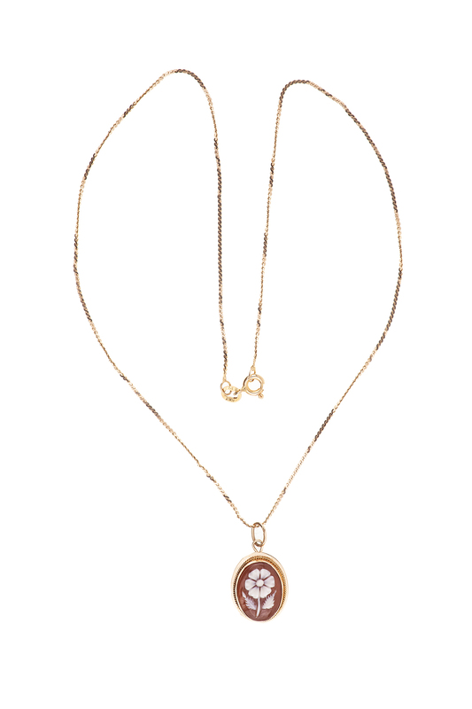 14k Yellow Gold Necklace with Cameo Pendant, 3 grams gross weight