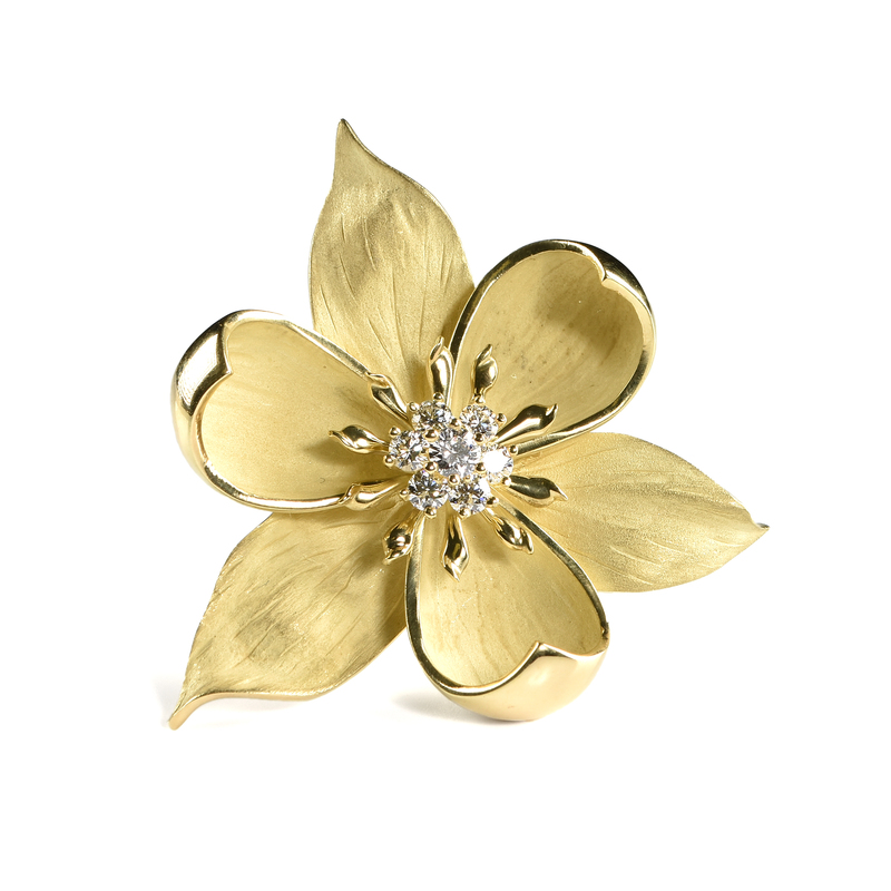 A TIFFANY & CO. 18K YELLOW GOLD AND DIAMOND FLORAL BROOCH,