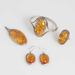 Amber Jewelry Suite