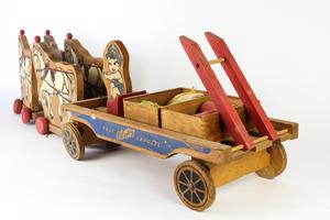 Case Playboy Express Wooden Toy