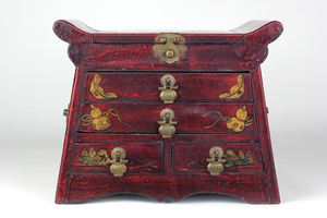 Vintage Red Chinese Lacquered Vanity Box