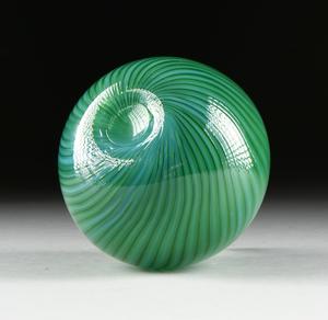 A GREEN NUUTAJARVI NOTSJO ART GLASS VASE, BY KERTTU NURMINEN, FINLAND, MODERN,